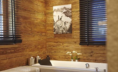 Badezimmer mit Blick auf die Berge im Chalet F