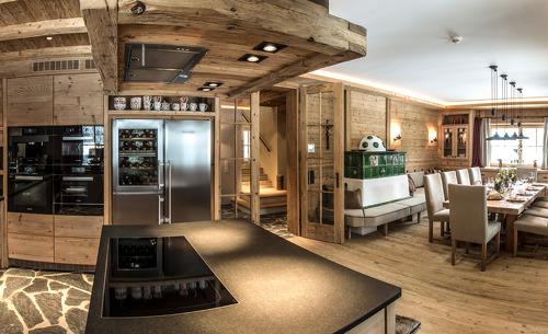 In der luxuriösen Küche finden Sie alles was Sie benötigen für Ihren Genussurlaub in Saalbach Hinterglemm