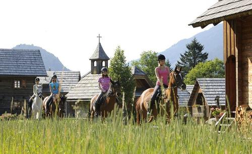 Sommerurlaub mit Pferden im Kärntner Feriendrof Moserhof