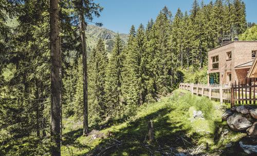 Sommerurlaub in Tirol- Luxus in den rosuites Chalets
