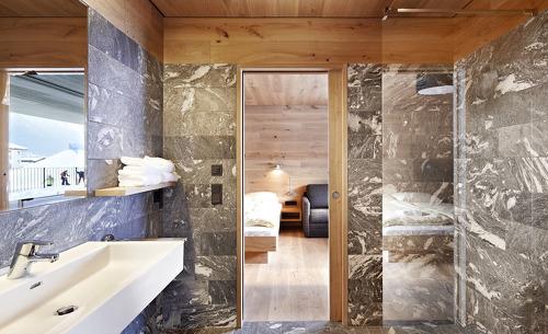 Das Chalet Smaragdjuwel verfügt über 4 Badezimmer