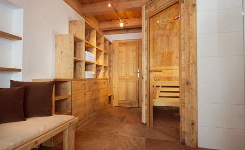 Wundervolles Altholz-Mobiliar in der Wallegg Lodge direkt an der Piste in Saalbach Hinterglemm in Salzburg