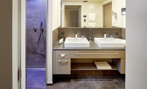 Die Badezimmer der Luxus Chalets Selena sind mit viel Liebe zum Detail eingerichtet worden