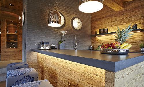 Das edle Interieur sorgt für das perfekte Ambiente während Ihrem Romantikurlaub im Chalet F