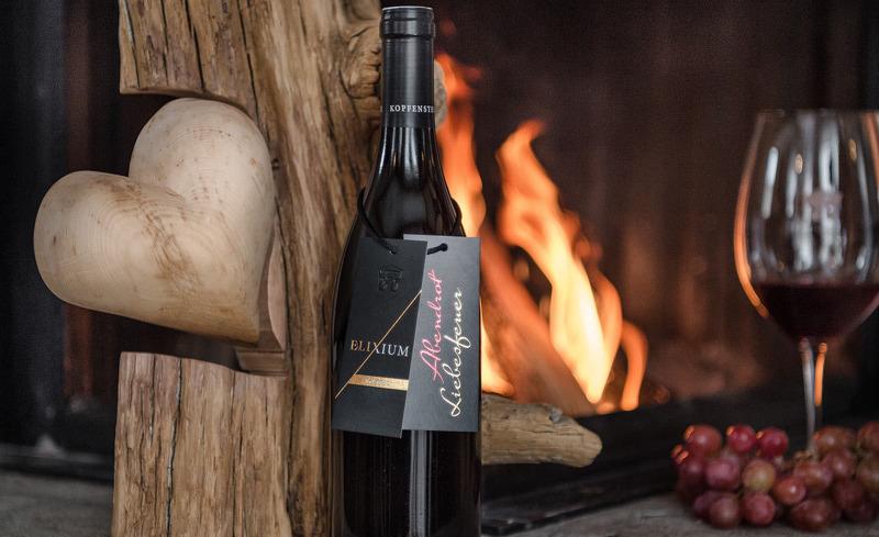 Genießen Sie hochwertige Weine in einem der Restaurants des Hüttendorfes oder in privater Atmosphäre in Ihrem Chalet