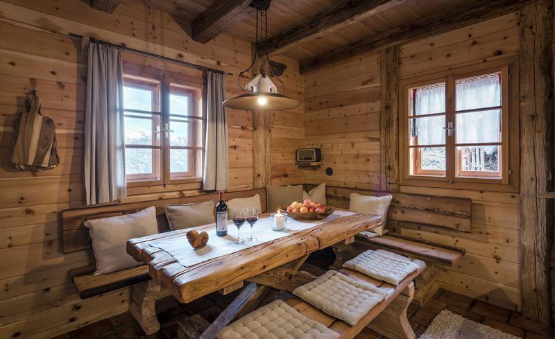 Verbringen Sie gemütliche Urlaubstage in den luxuriösen und urigen Chalet Hütten im Landgut Moserhof