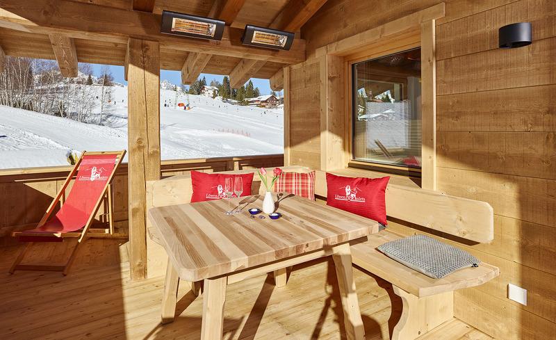 Enstpannen auf der sonnigen Terrasse der Chalets, auch im Winter,  in Seefeld