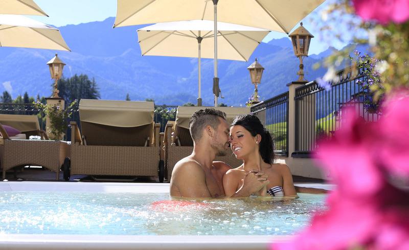 Genießen Sie eine romantische Auszeit zu zweit im Hotel Alpen-Herz in Tirol