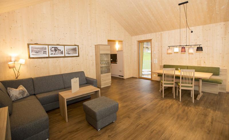 Die freundlichen und hellen Zimmer der Chalets am Weissensee bieten Ihnen Rundumkomfort