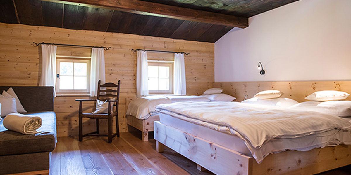 Finden Sie die optimale Regeneration in der Nacht in einem der Zirbenvollholzbetten im Ferienhaus Käth und Nanei