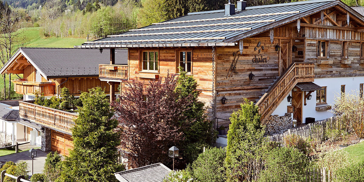 Umgeben von idyllischer Naturlandschaft und der imposanten Allgäuer Bergwelt, liegt das exklusive Chalet F